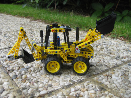 42004 - Mini Backhoe
