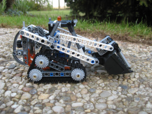 42032 - Compact Tracked Loader