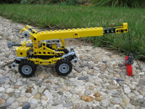 8270 - Rough Terrain Crane