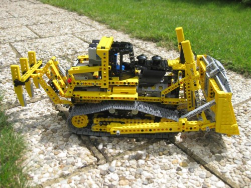 8275 - Motorized Bulldozer